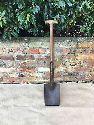 Vintage T Handled Quality  Spear and Jackson No 1 Garden Spade (740)