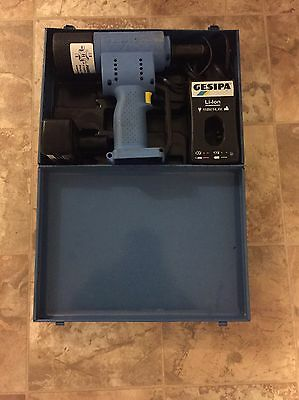 Gesipa Accubird cordless Rivet tool, w/ 1 batteries and charger