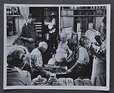 Ike Vern 1917-1987 Silver Gelatin Photo 25x20cm Playing Checkers Grocery Store