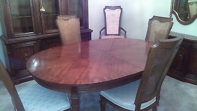 Vintage Drexel Heritage 9 Piece Dining Room Table, 6 Chairs, and 2 Leaves