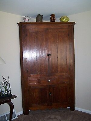 EARLY ANTIQUE WALNUT WOOD BLIND DOOR CORNER CUPBOARD / CABINET, 1 PIECE- 1800's