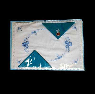 Vintage new in packet white & blue embroidered 2 placemats & 2 napkins