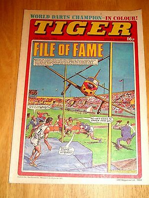 Tiger Comic 13/3/1982 With  Grimsby Town Team  Centrefold Poster & Jocky Wilson