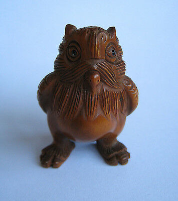 Beautiful Hand carved Owl Boxwood Netsuke Fine Collectable Wood Carving