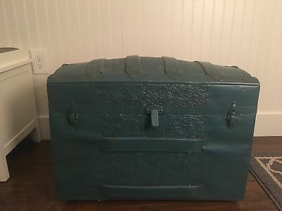 Vintage Camelback Trunk In Blue With Tray Storage Chest Steamer