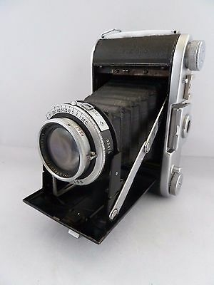 Ross Ensign Selfix 820 camera with case.
