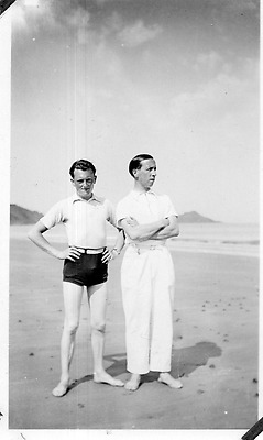 DI060 Photographie photo vintage snapshot gay int. homme amis mode short