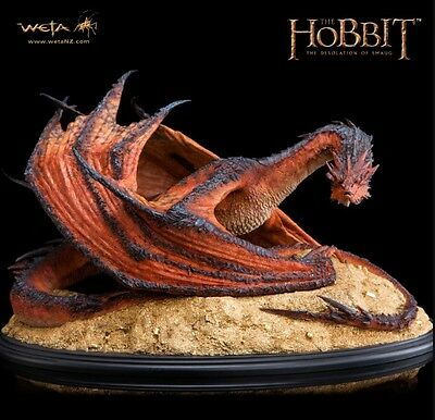 SMAUG THE TERRIBLE STATUE  (Limited edition of 2000)
