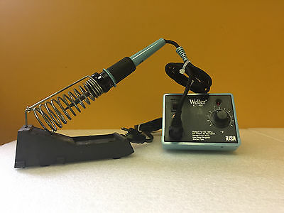 Weller  EC1002S  120 V, 350° to 850°F Soldering Station + EC1201A Iron + Stand.
