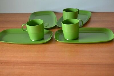 Vintage British Plastics green plastic plates and cups picnicware 3195