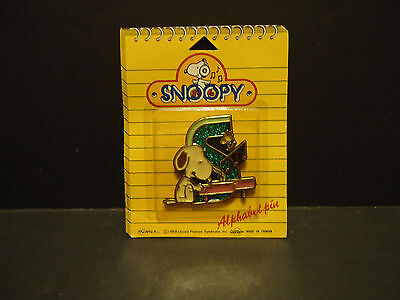 Snoopy Alphabet Lapel Hat Pin The Letter S New on Card