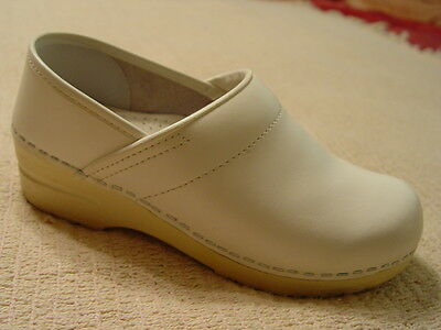 Dansko White Leather Professional Nursing Clogs Shoes Size 37 Womens 6.5-7