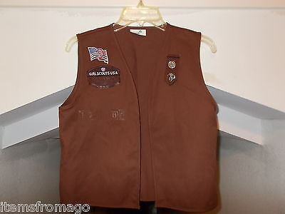 LARGE Brownie Girl Scout Uniform VEST 01673 w/ tab, 2 pins, Flag, GSUSA patch