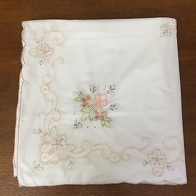 Lrg Vintage White Cotton Table Cloth Floral Embroidery & Scalloped Edge