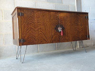 ANTIQUE 1920's AW-LYN OAK BUTLERS SIDEBOARD WITH DRAWERS AND HAIRPIN LEGS