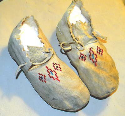 "1930s Vintage Antique 9.5"" Sioux Indian Tanned Buckskin Leather Beaded Moccasins"