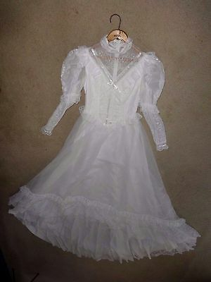 """Preowned Vintage Wedding Dress w/ Train Size 7/8 (32"""" Bust)"""