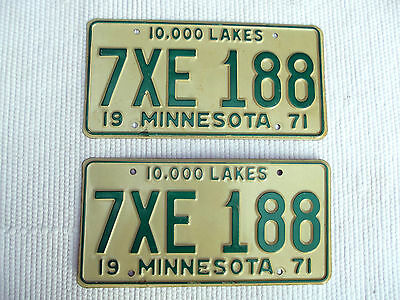 1971 MINNESOTA 10,000 LAKES License pair of tags # 7XE-118 expired matched pair