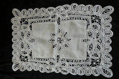 N°17/ Napperon Dentelle/broderie Ancienne / Mode / Couture