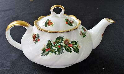 Vintage ROSINA QUEENS Bone China England YULETIDE Pattern 4 Cups Teapot
