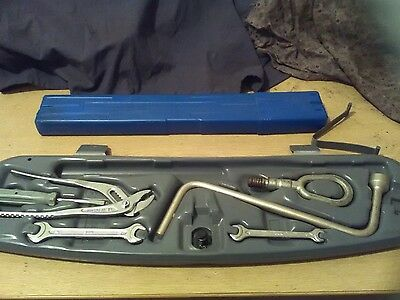 BMW E46 Coupe & Saloon - Emergency Triangle And Tool Kit with Carrycase