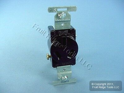 New Cooper Straight Blade Single Receptacle Outlet NEMA 10-20R 20A 125/250V 805B