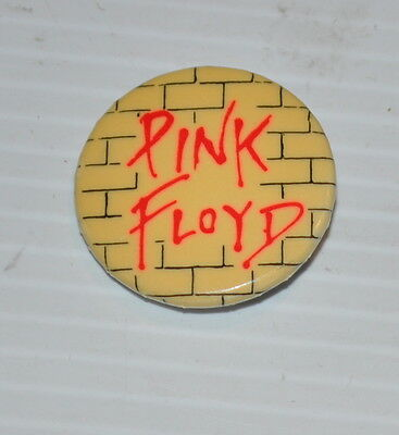 PINK FLOYD The WALL vintage PINBACK / PIN 1980s
