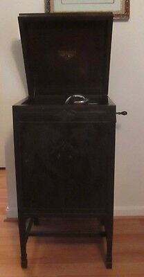 Victor Talking Machine Company Victrola VV 4-3 194212 Phonograph + 3 RECORDS