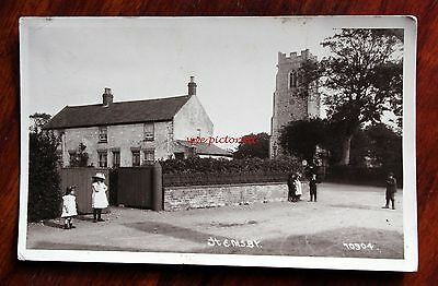 Posted 1913 Great Photo Postcard Rp Hemsby Norfolk Children By House & Church
