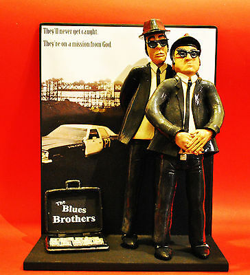 Statuina - Action Figures Blues Brothers sfondo Bluesmobile e borsa con dollari