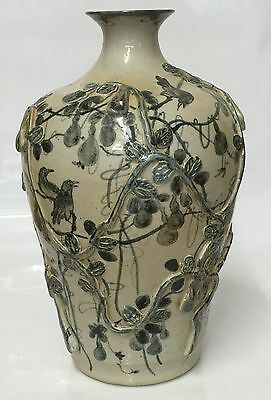 Blue and white vase. Ming Period.