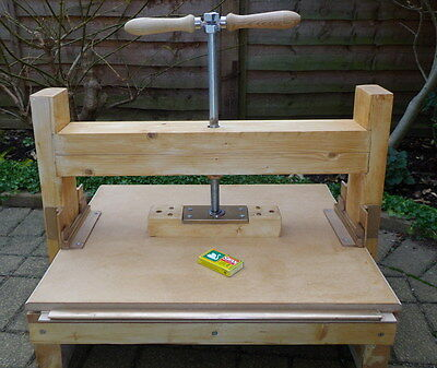 Book Binding and Cork printing/etching press.  Large A3 work area.