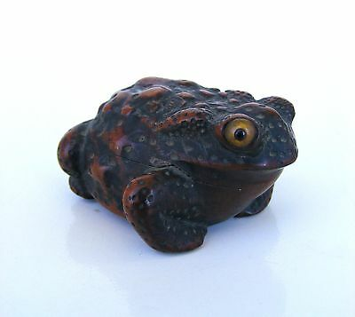Antique 18th/19th Japanese Edo Period Carved Wood Crouching Frog Toad Netsuke