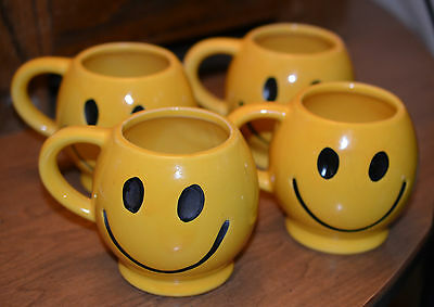 lot of 4 vintage 70's Mccoy smily face coffee mugs tea cups darker yellow set