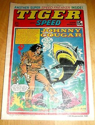 Tiger Comic 1981 With Charlton Athletic  Team Centrefold Poster