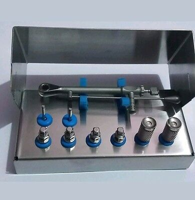 Dental implant multi-driver set with torque driver