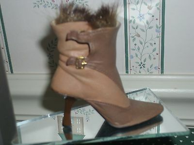 2002 Just The Right Shoe Step Into Your Fantasies-Figurine-Butter Rum- Nobox/coa