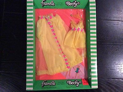 Vintage Francie Becky # 3450 Dreamy Duo Fashion outfit Set NRFP Barbie 1970 NEW