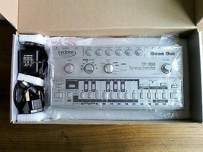 Cyclone Analogic Bass Bot TT-303 Analog Acid Synth (Roland TB-303 clone) RARE V1