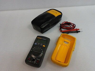 Fluke 111 True RMS Multimeter w/Leads & Case Good Cond (KM-Cub 17)