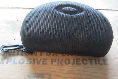 Black Oakley Sport Vault Soft Zippered Sunglasses Case Clamshell W/clip - Used