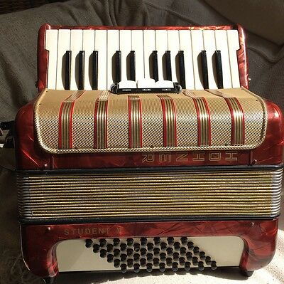 HOHNER STUDENT V 48 Bass Accordion