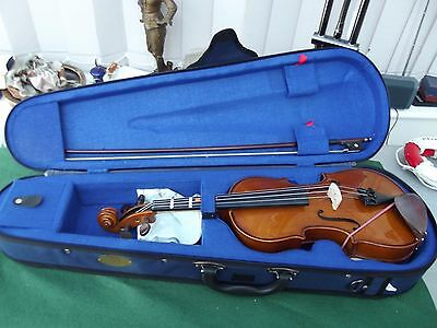 Stentor Student 1/2 Size Violin With Bow And Blue Case