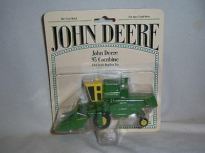 1/64 Ertl John Deere 95 Combine with 4 Row Corn Head Farm Toy Equipment Diecast