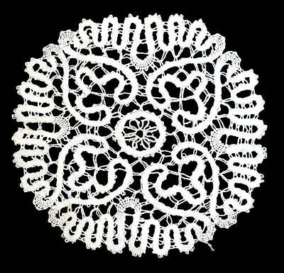 Vintage intricate white lace pretty round doily measuring 19cm