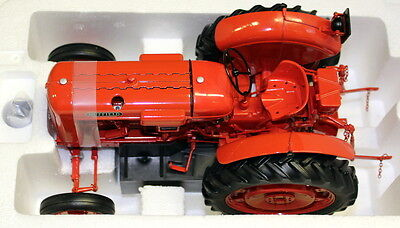 UH 1/16 Scale 2715 Nuffield Universal Four DM 1958 Diecast model Farm Tractor