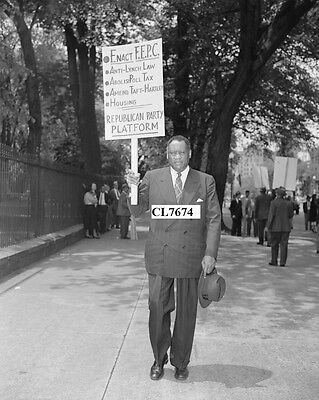 Paul Robeson Leads Pickets at the white House in Support of the FEPC Photo