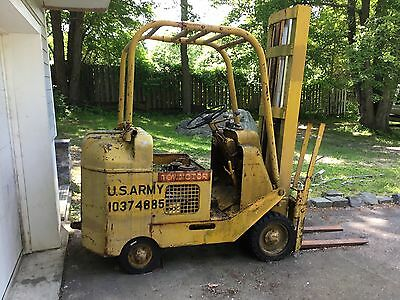 Tow Motor Lt-48 Gas 4 Cylinder  Fork Lift