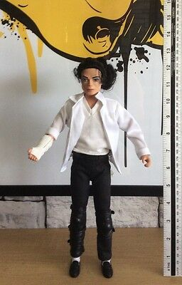 "MICHAEL JACKSON - 12"" Doll Singing Black & White street Life REF: 800000"