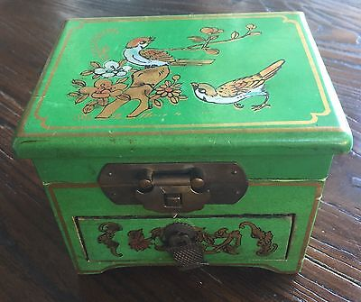 Beautiful Vintage Green Hand Painted Chinese Jewellery Trinket Box